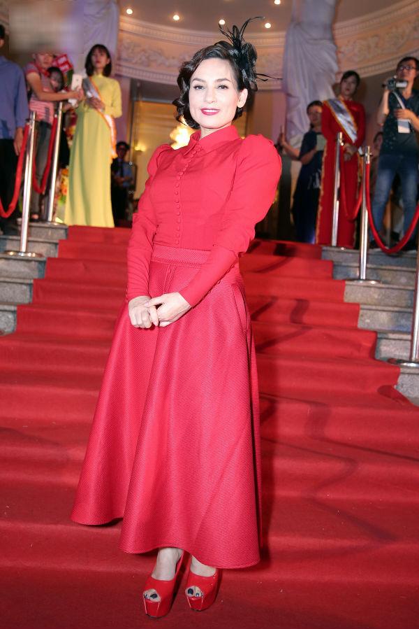 Trương Ngọc Ánh đọ sexy với Chi Pu, Đông Nhi trên thảm đỏ