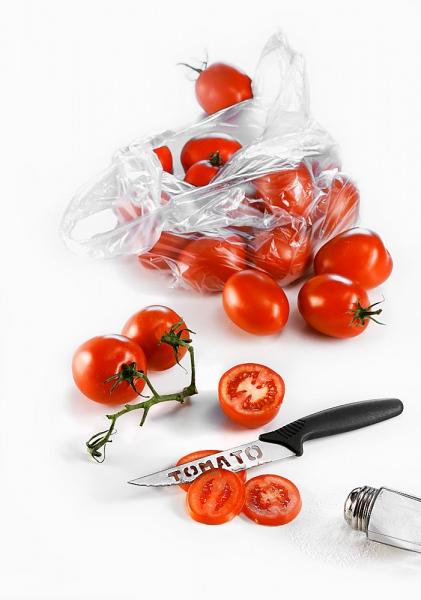 Bí quyết đánh bay mụn và vết thâm nhờ cà chua