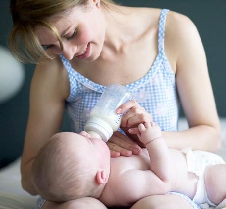 Những sai lầm cần tránh khi nuôi con bằng sữa mẹ