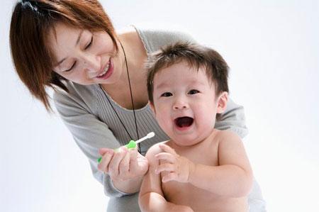 Hướng dẫn cách đánh răng cho trẻ