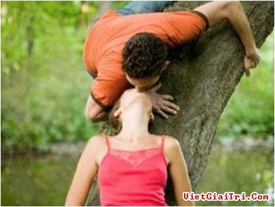 Những hành động của cặp đôi khiến người khác dị ứng