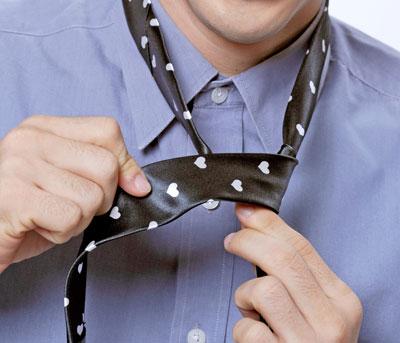 Làm sao để thắt cà vạt đúng cách
