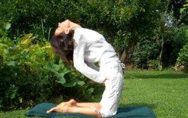 5 động tác yoga để 'trẻ mãi không già'