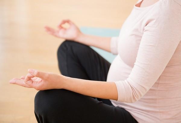 Tập Yoga trước khi sinh: Những điều bà bầu cần biết!