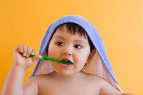 6 sai lầm trầm trọng khi chăm sóc răng bé