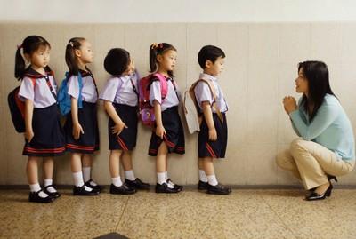 Làm sao để giúp trẻ gây ấn tượng với cô giáo?